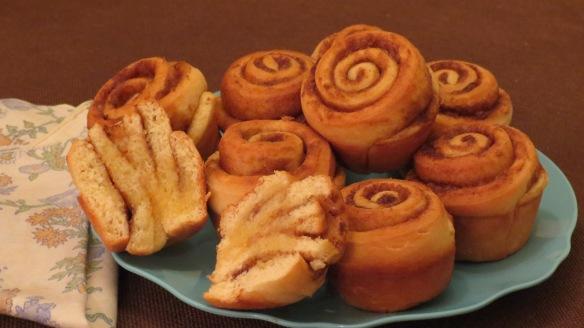 cinnamon rolls 016